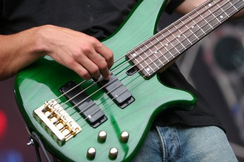 Resize of bass-guitar